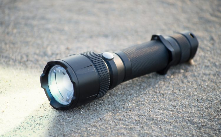 Ideal Daily Carry (EDC) Flashlights – Bench Bench Tactical